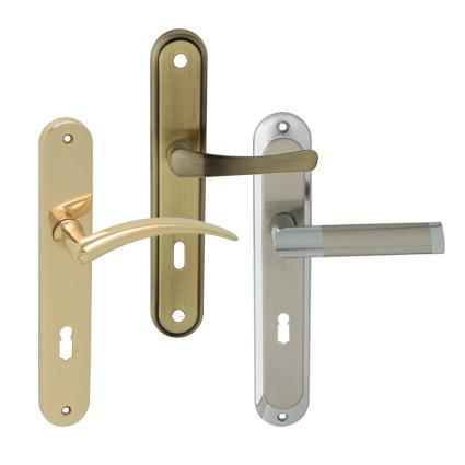 kovové kľučky na štíte
